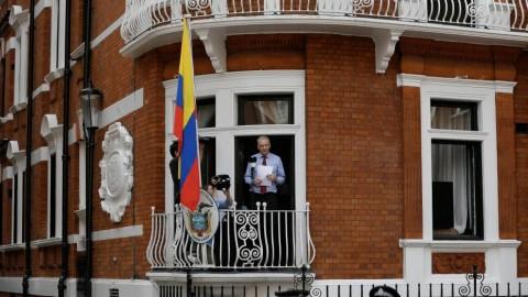 Le siège de Julian Assange est une mascarade – par John Pilger