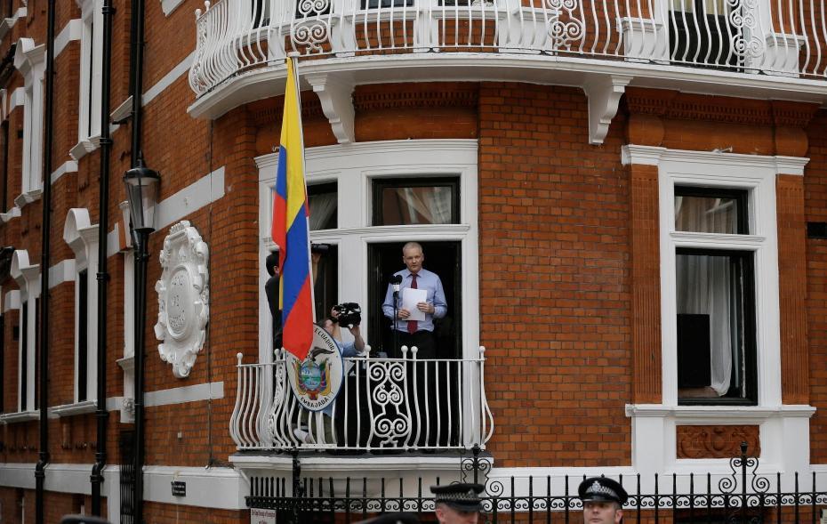 c-est-a-l-ambassade-de-l-equateur-a-londres