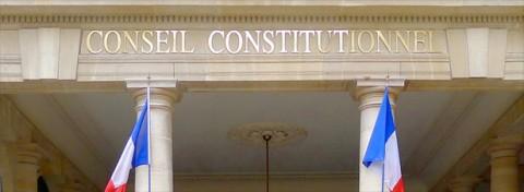 N'y a t-il pas atteinte à l'intégrité territoriale ? Même à noël, la Constitution n'est pas modifiable.